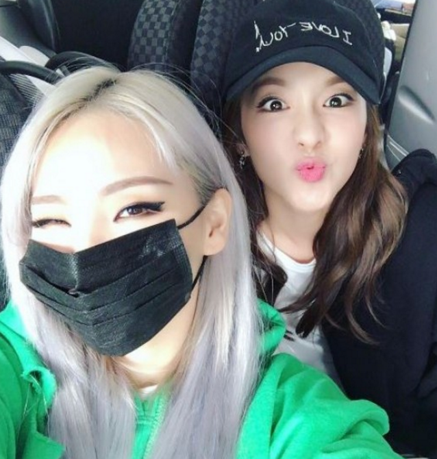 2NE1's CL And Sandara Park Reunite With Fun Selfie At Airport