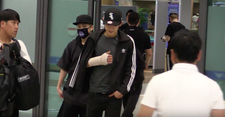 EXO s Chanyeol Causes Fans Worry By Showing Up With Bandaged Arm After Hawaii Trip