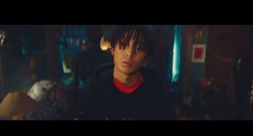 """Party With iKON's Bobby In His Solo Digital Single """"Holup"""" Music Video!"""