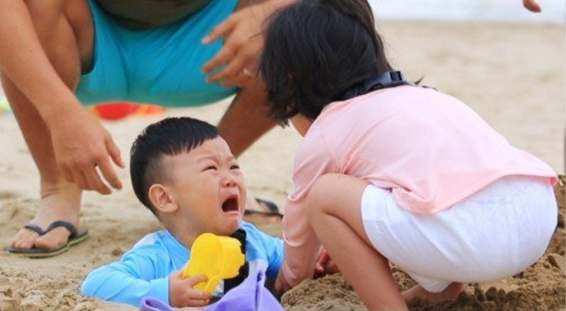 Daebak Breaks Into Tears After Falling Into His Dad's Trap