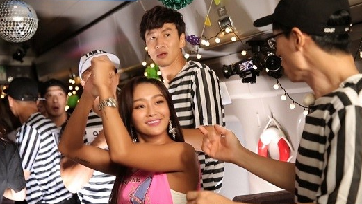 "Watch: SISTAR's Hyorin Returns To ""Running Man"" To Trick The Cast"