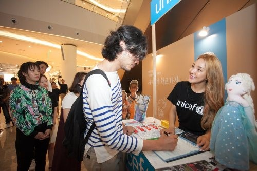 Bada Volunteers As Fundraiser For UNICEF Children's Education Campaign