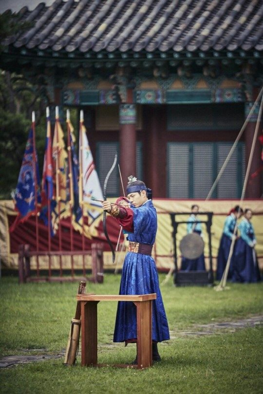moonlight drawn by clouds park bo gum hanbok 1