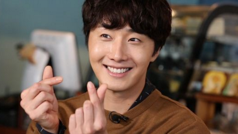 """Jung Il Woo Wants A Role Like Song Joong Ki's In """"Descendants Of The Sun"""""""