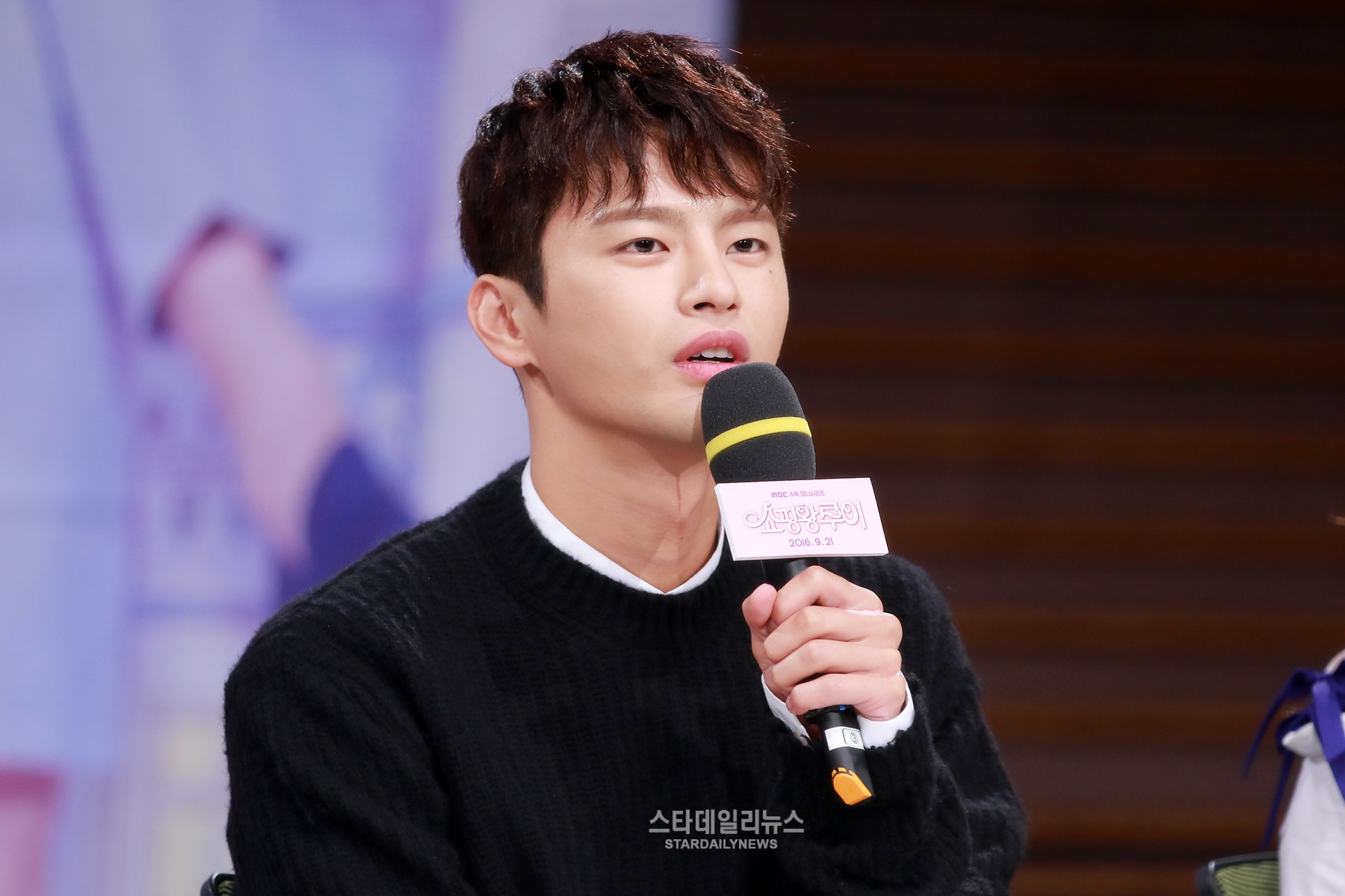 "Seo In Guk Is Willing To Dress Up As Shiba For ""Shopping King Louie"" Ratings Promise?"