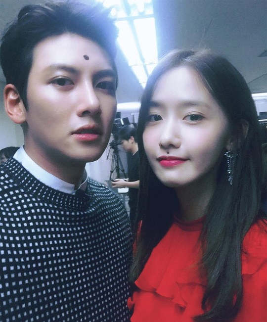 Ji Chang Wook And YoonA Take A Funny Selfie Together
