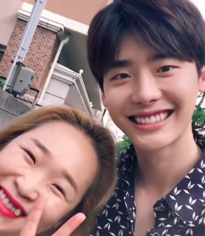 Lee Jong Suk Trolls Friends By Recording Videos Instead Of Taking Photos