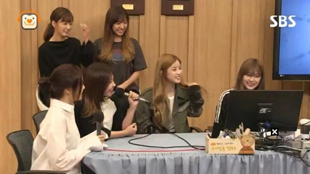 "Apink Shares Why They Live In Separate Dorms On ""Cultwo Show"""