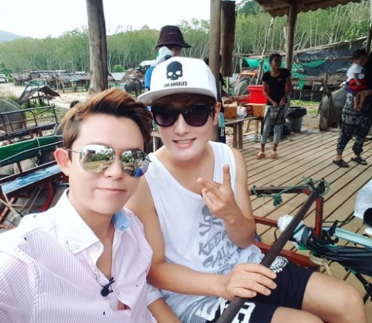 H.O.T's Tony Ahn And Kangta Bring Back Old-School K-Pop Feels With Selfie
