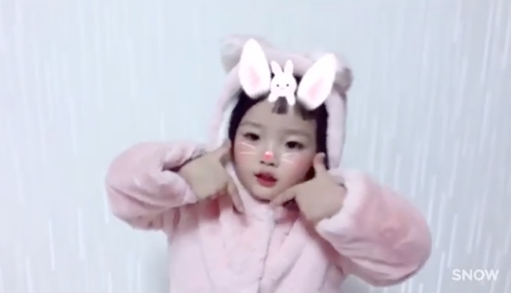 Watch this baby dancing to twice s tt is the cutest thing you
