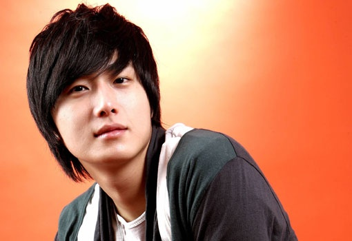 jung-il-woo-practices-his-lines-in-a-sports-car-baller_image