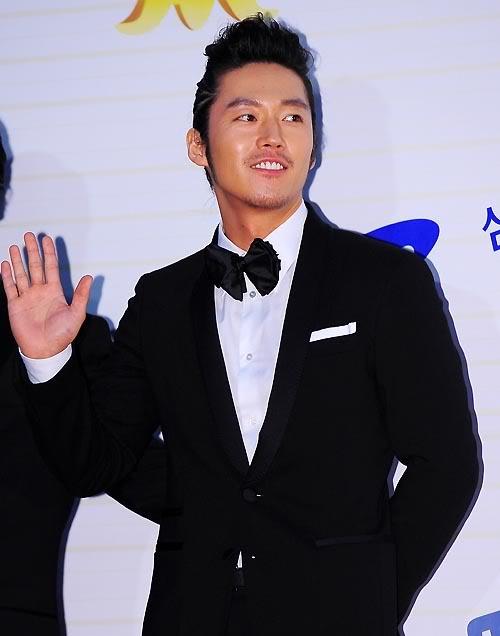 song-joong-ki-and-jang-hyuk-reveal-their-close-friendship_image