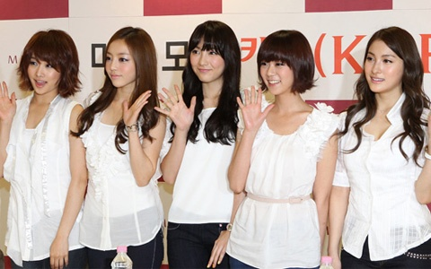 KARA to Win a Best Dressed Award in Japan