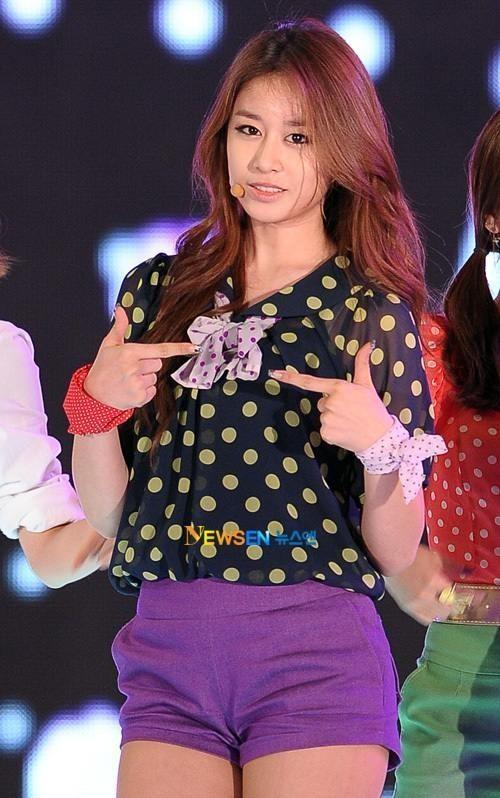tara-jiyeons-cute-puffy-cheeks-in-selca_image
