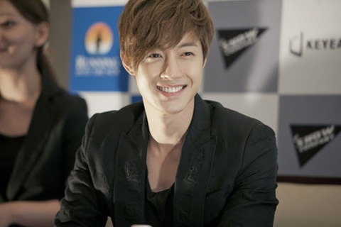 kim-hyun-joong-finds-his-doppelganger-in-new-boy-group_image