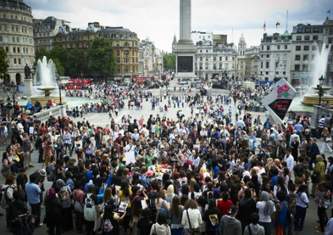 300-gather-in-london-to-bring-yg-to-the-uk_image