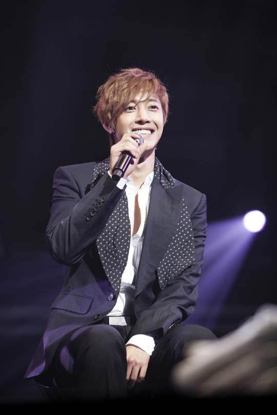 "Fans Have the Chance to Interview Kim Hyun Joong Through ""Mission Interview"""