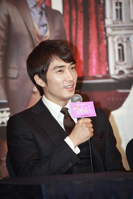 song-seung-heon-updates-fans-about-his-life-lately_image