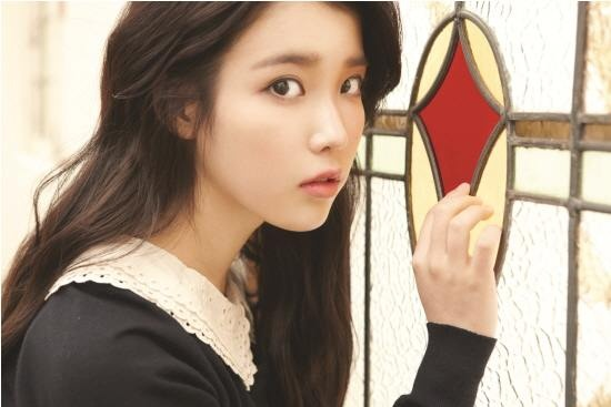 iu-resembles-shreks-puss-in-boots_image
