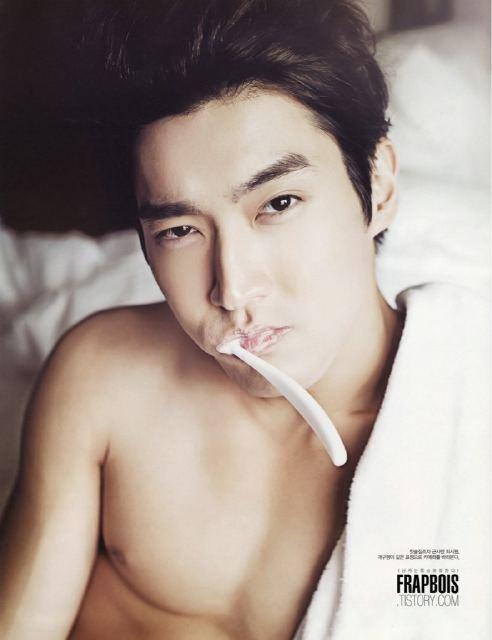 super-juniors-siwon-tweets-while-brushing-his-teeth_image