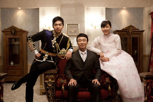 """King 2Hearts"" Royal Family Takes a Proof Shot"