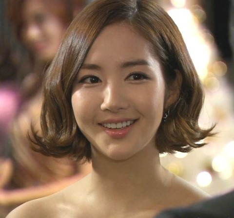actress-park-min-young-reveals-new-hairstyle-and-couple-ring_image