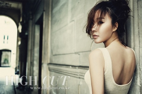 kim-ah-joong-shows-off-her-elegant-and-feminine-beauty-in-paris_image