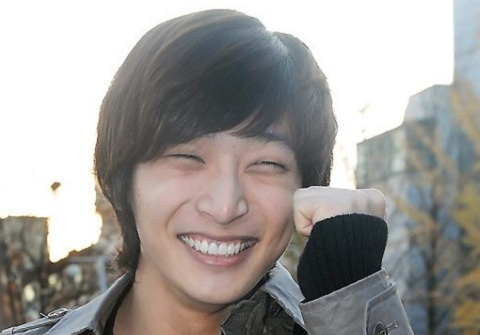 2ams-jinwoon-finds-jung-hyung-dons-doppelganger-in-japan_image