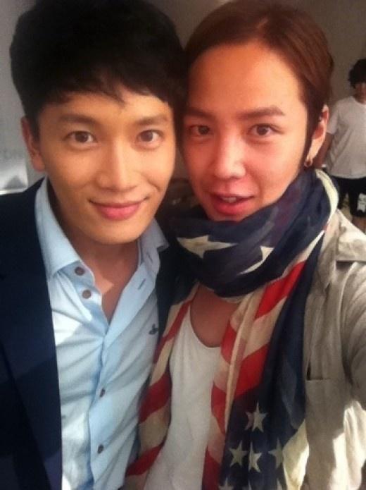 jang-geun-suk-visits-the-set-of-protect-the-boss_image