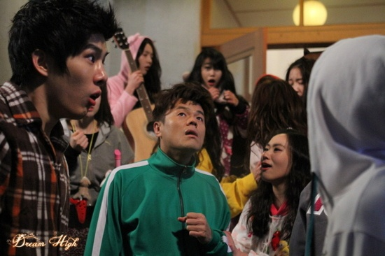 new-teaser-photo-of-dream-high-2-keeps-fans-wondering_image