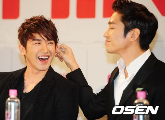 shinhwas-eric-uses-heel-inserts-despite-tall-height-and-upsets-minwoo_image