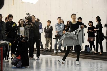fxs-krystal-iu-and-other-celebs-on-figure-skates_image