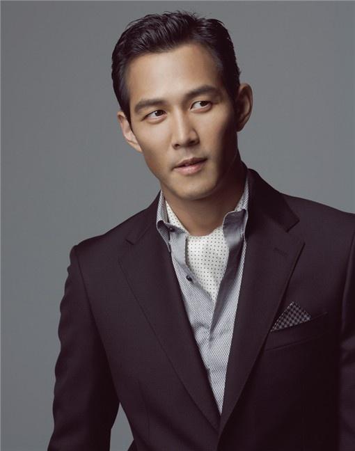 Actor Lee Jung Jae Denies Rumors of Marrying Lim Sae Ryung