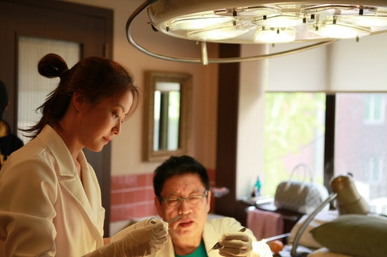 Kim Hee Sun Seeing a Plastic Surgeon Lately