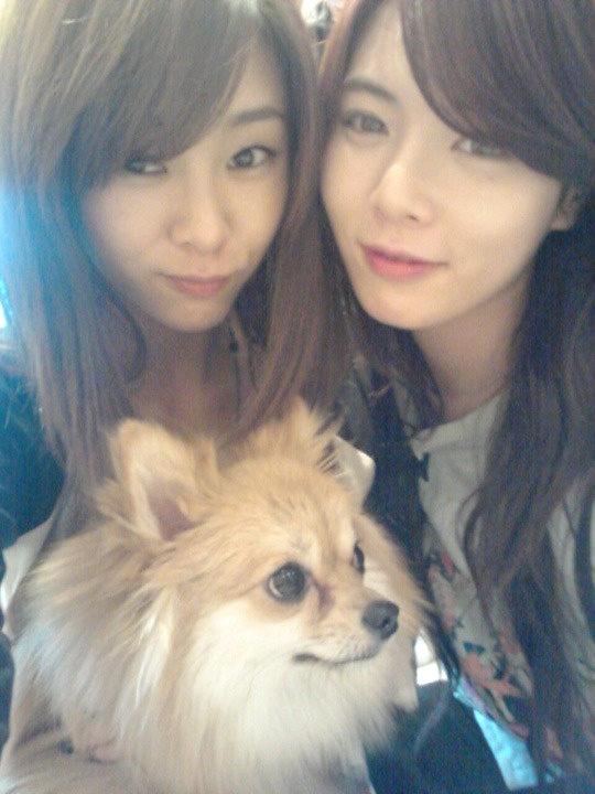 4Minute's HyunA and G.NA Display Their Close Friendship