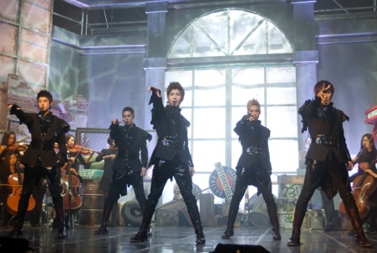 mblaqs-go-and-thunder-as-special-mcs-for-m-countdown_image