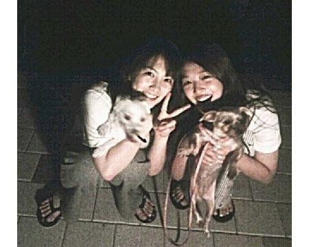 karas-kang-ji-young-twits-a-group-photo-with-fxs-sulli_image