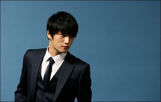 jyjs-jaejoong-snaps-photo-with-old-school-idol-group-click-b_image