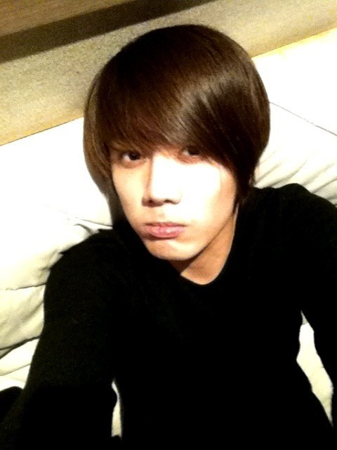 ss501s-kim-kyu-jong-pigs-out-with-goong-cast_image