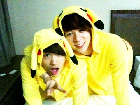 zea-reveal-their-adorable-pikachu-pajamas_image