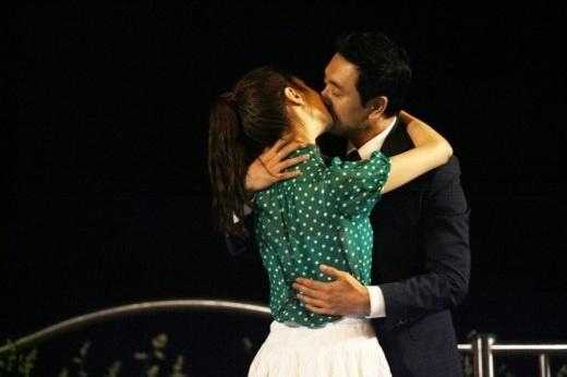 miss-ripley-lee-da-hae-kim-seung-woos-hot-road-kiss_image