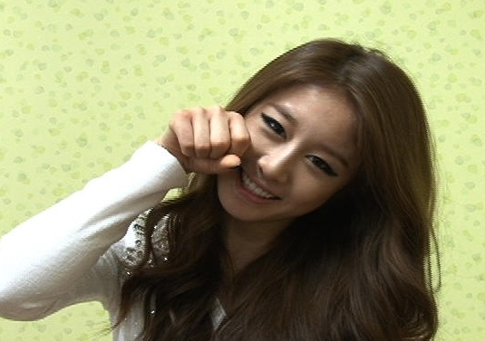 T-ara's Ji Yeon Displays Her Aegyo and Thanks Infinite's Woohyun