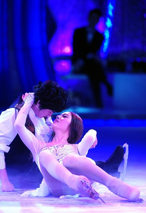 fxs-krystal-dazzles-with-performance-to-romeo-and-juliet_image