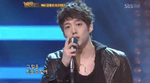 sbs-actor-pop-star-actor-kang-dong-ho-plays-cnblue-yonghwa-performs-love_image