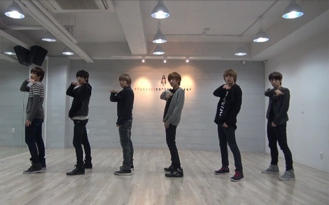 "Boyfriend Releases Dance Practice Video for ""I'll Be There"""