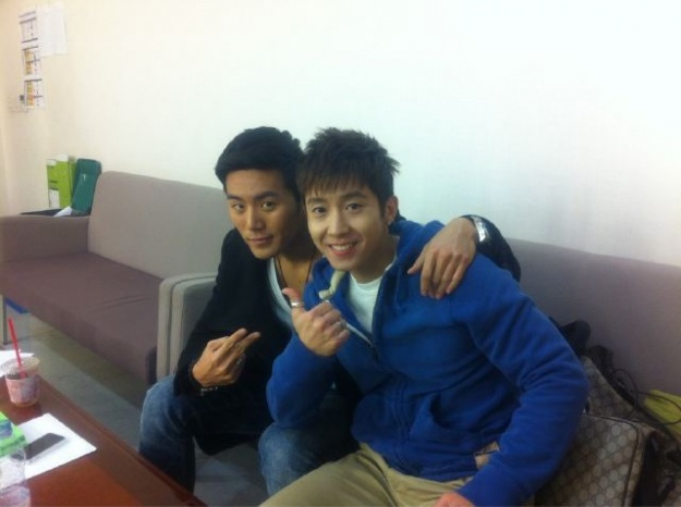 "Brian Joo and Eru Snap Photos on The Set of  ""Wave K"""