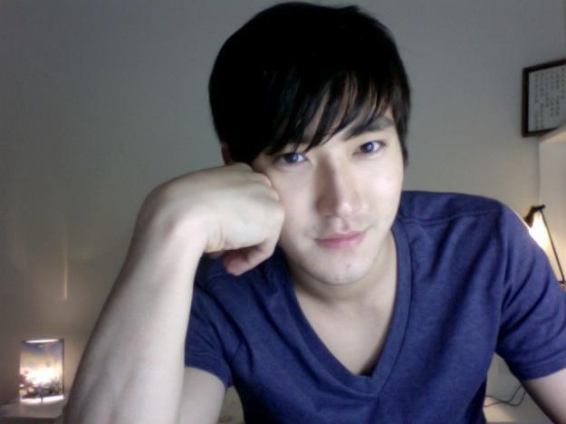 choi-si-won-tweets-at-the-poseidon-filming-set_image