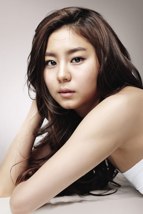 "After School Uee in Wedding Dress for ""Ojakgyo Brothers"""