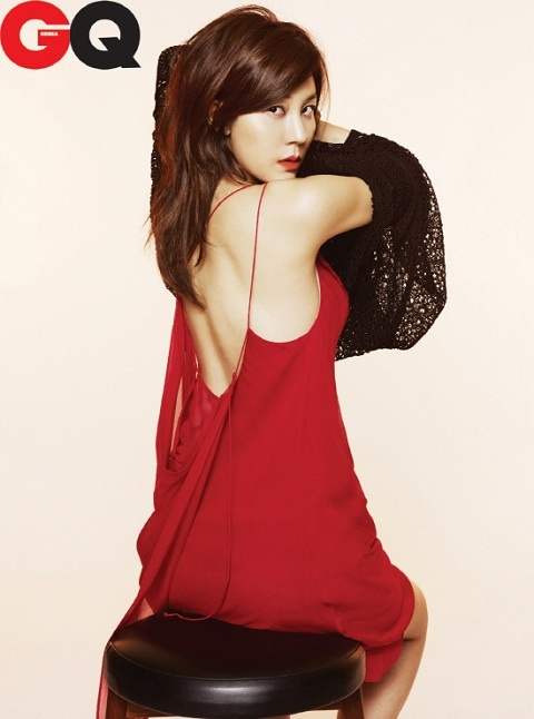 kim-ha-neuls-seductive-gaze-and-sexy-red-lips_image