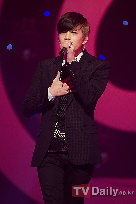 se7en-supports-lee-seung-hoon-from-kpop-star_image